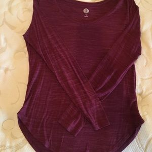 Basic relaxed long sleeve maroon tee